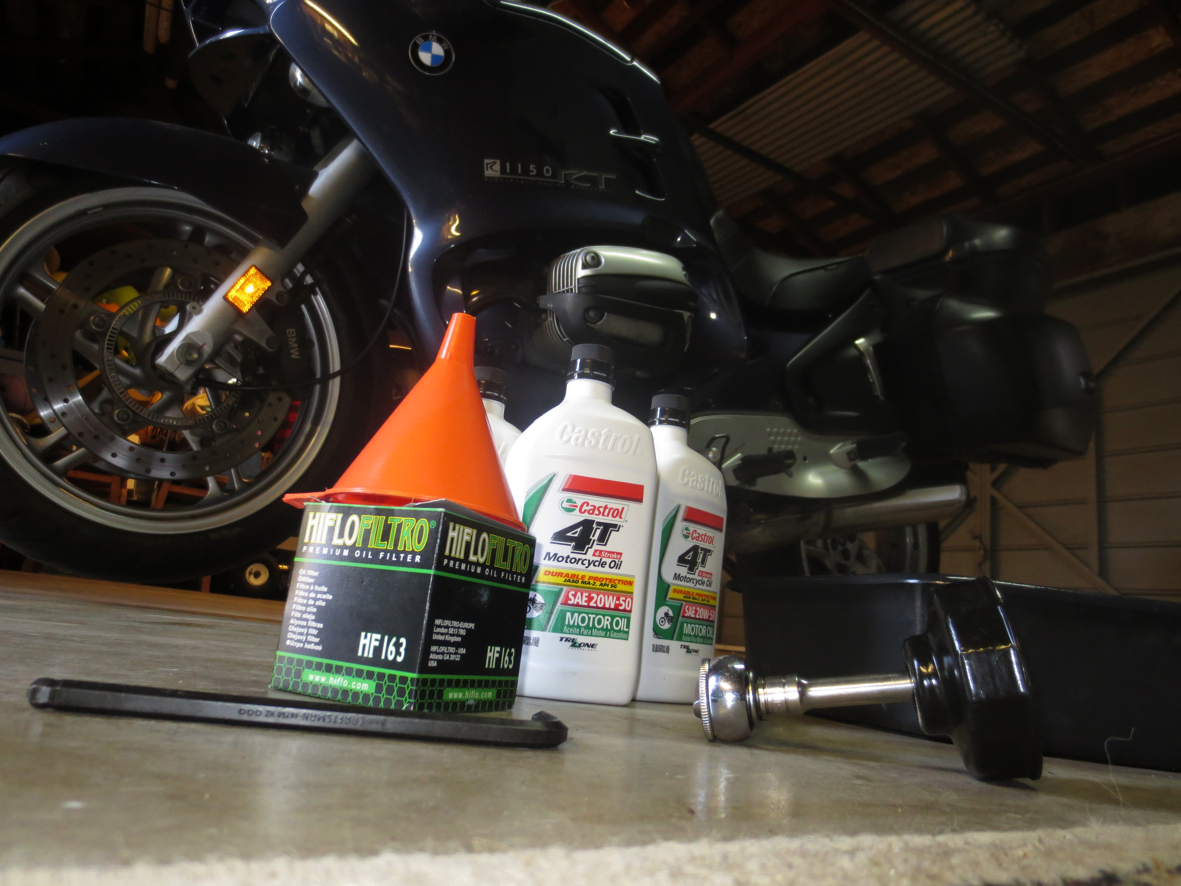 bill's garage: oil change for the '02 bmw r1150rt | riders recycle