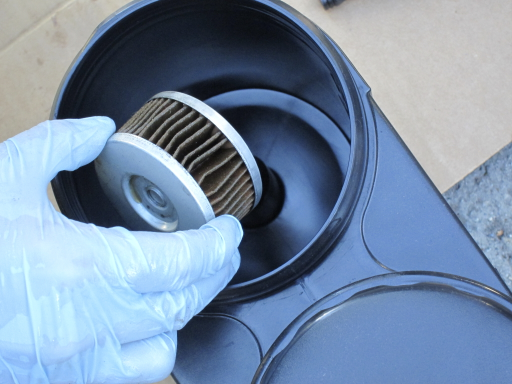 Placing oil filter in drainer