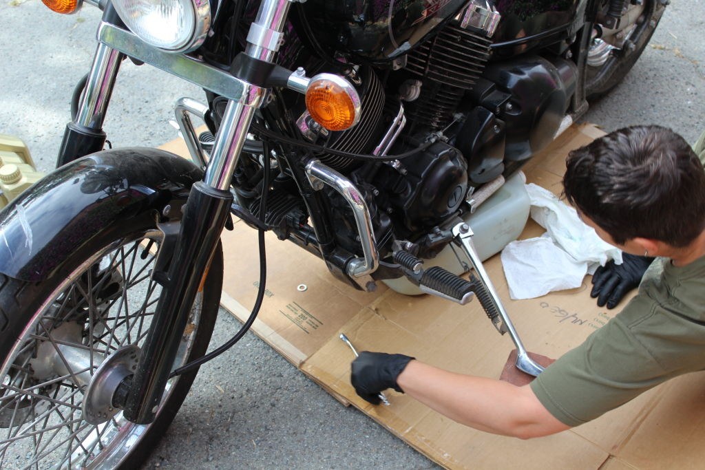 Pulling out the now-full oil pan