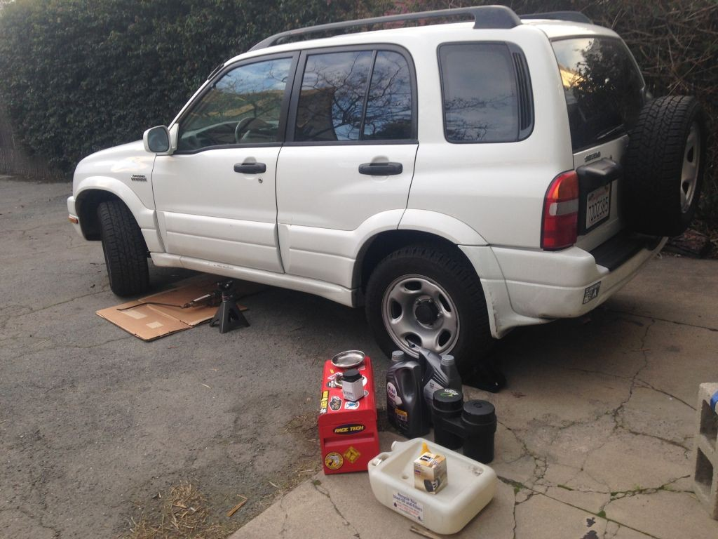 Suzuki Grand Vitara, set up for an oil change
